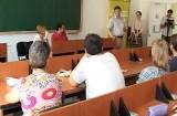 33 de străină învaţă româna la Braşov